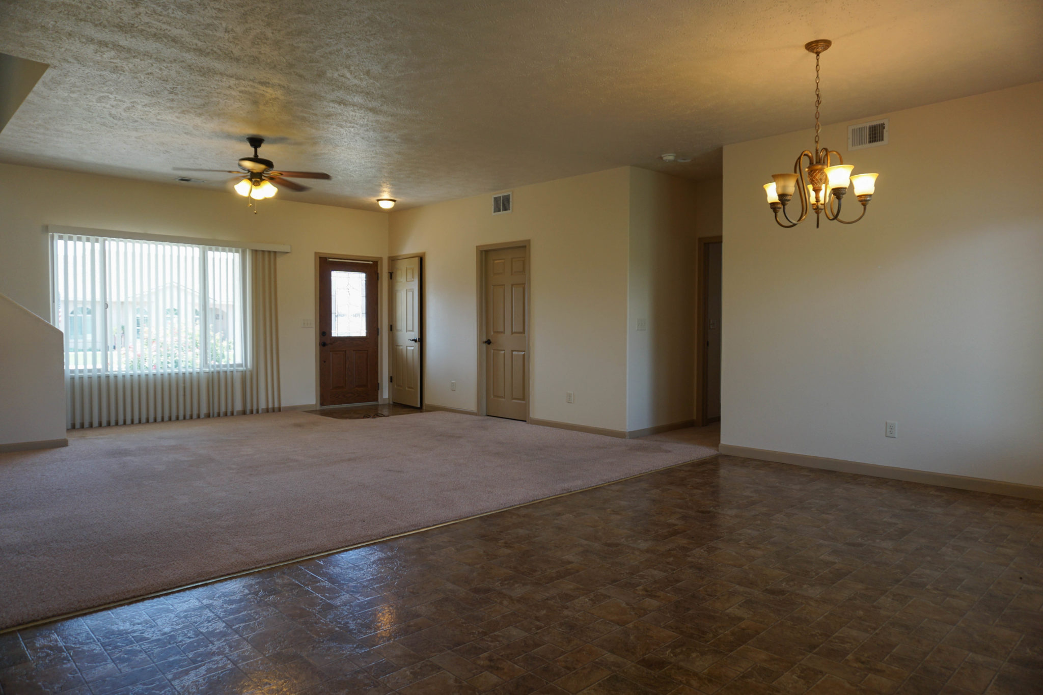 Living & Dining room of 174 Sun Hawk