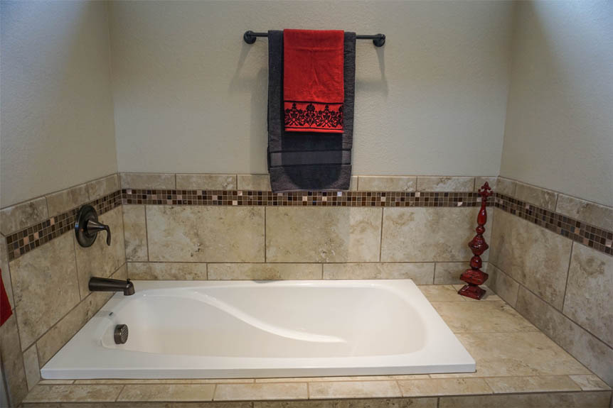 Master Bath Tub in 176 Night Hawk Drive