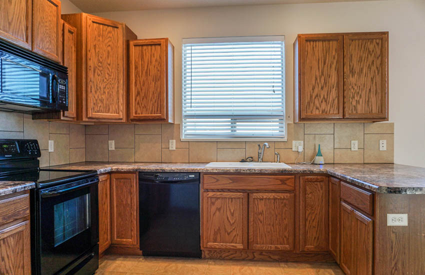 161 Sun Hawk kitchen includes appliances