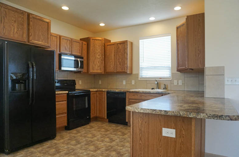 Kitchen with appliances, breakfast bar & pantry!