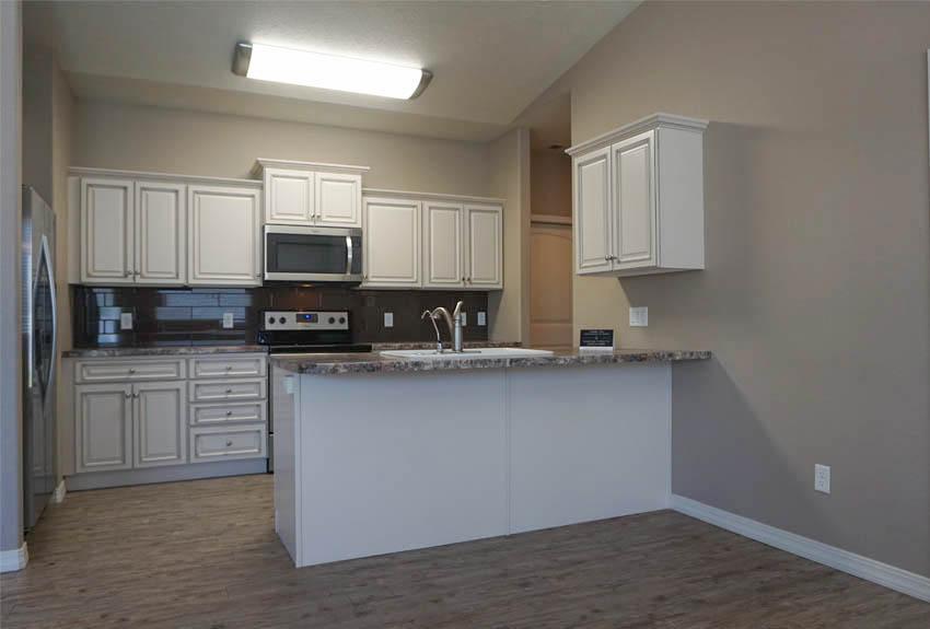 188 Night Hawk's kitchen with breakfast bar & walk-in pantry