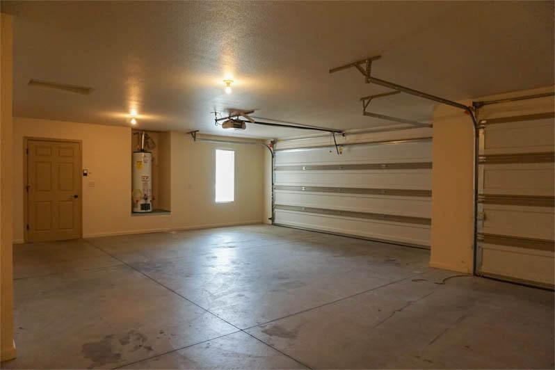 garage of 174 sun hawk