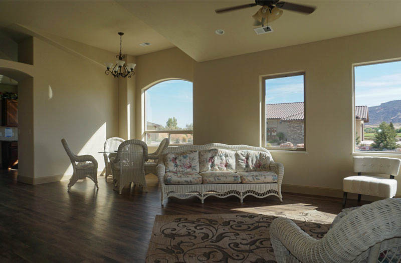 1368 Eagle living & dining rooms