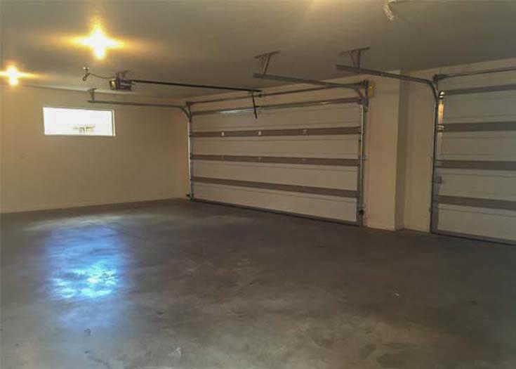 172 Winter Hawk 3-car garage