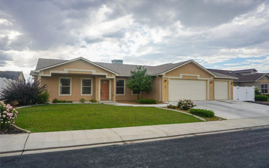 175 Winter Hawk Drive is a 3 bedroom, 2 bath home in Hawks Nest Subdivision. It has a covered front porch, great room styled living area, and covered back patio. The kitchen includes all appliances, an island, and a pantry!